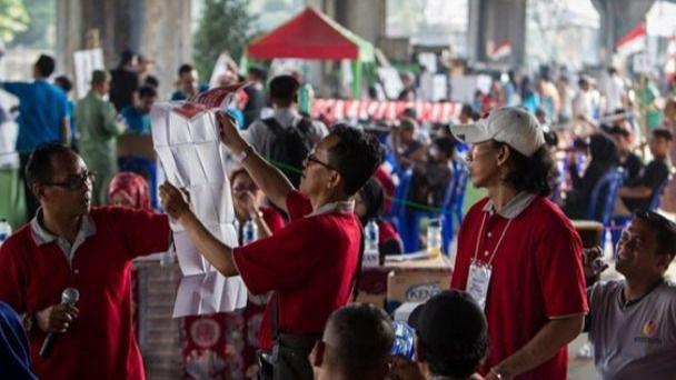 Más de 270 empleados electorales han muerto por cansancio tras las elecciones en Indonesia
