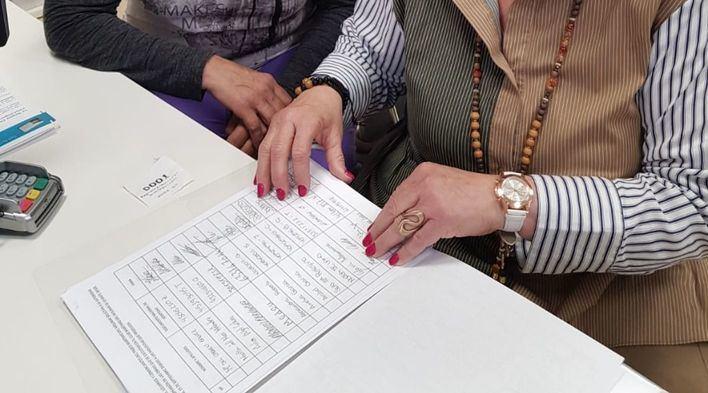 El Molinar presenta 600 firmas para parar las obras del puerto en verano