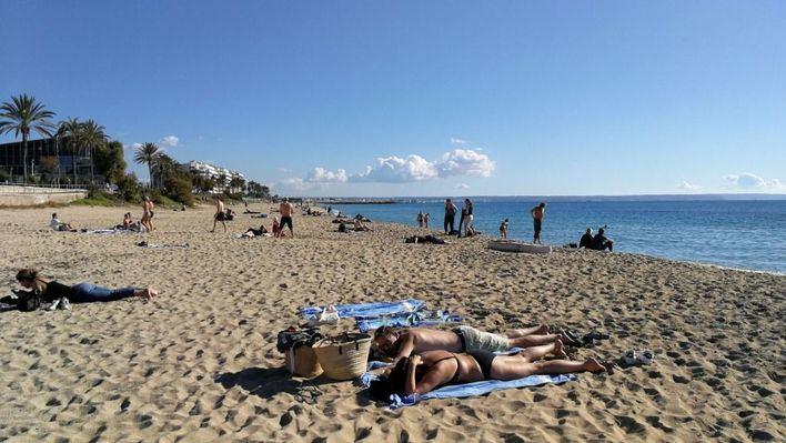 Tres de cada cuatro ciudadanos quiere que se prohíba fumar en las playas