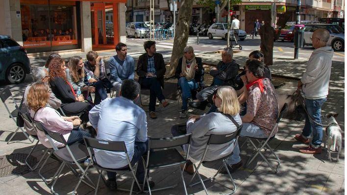 Los candidatos de Podemos a Cort recogen propuestas de los vecinos de Pere Garau