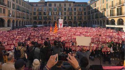 La Diada per la Llengua congrega a cientos de personas en la Plaza Mayor de Palma