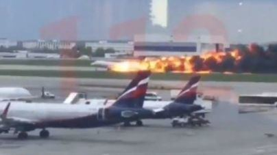 41 fallecidos al arder un avión cuando aterrizaba en un aeropuerto moscovita
