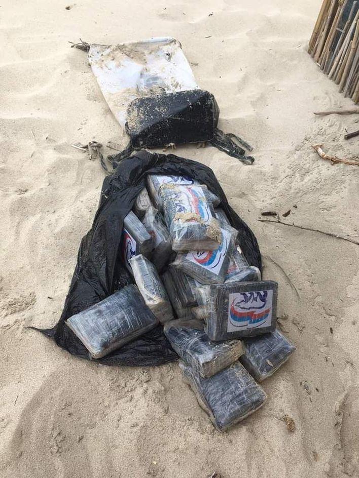Encuentran 25 kilos de cocaína en una playa de Formentera