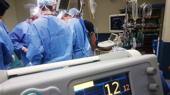 PP, Cs y Vox se comprometen a pagar la carrera profesional a los médicos interinos