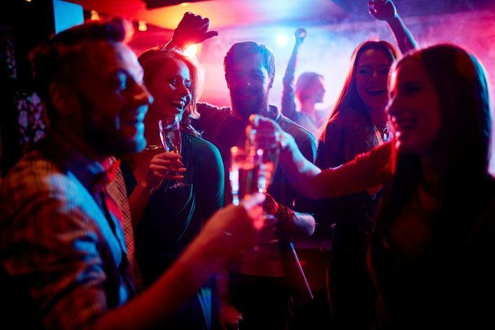 Calvià multa a 17 locales por tener la música muy alta