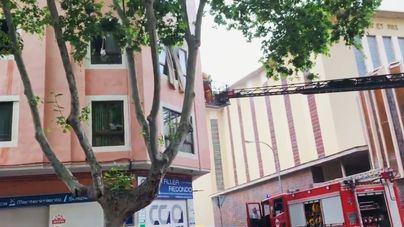 Un incendio en un segundo piso obliga a desalojar a todos los inquilinos de un edificio en Palma