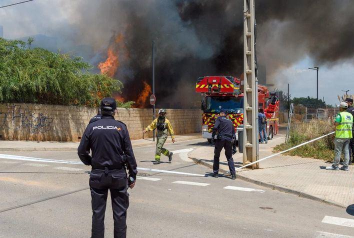 28 afectados por el incendio de Ibiza pernoctan en la escuela de adultos