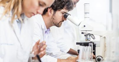 La AECC de Baleares dedica 84.000 euros a formación de jóvenes investigadores