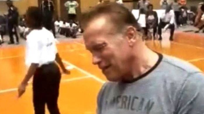 Brutal agresión a Schwarzenegger en Sudáfrica