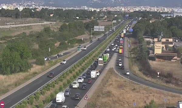 Colas kilométricas por dos accidentes en la Via Cintura y la Autopista del aeropuerto