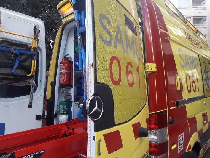 En estado grave un joven tras precipitarse desde el parking del Aeropuerto de Ibiza