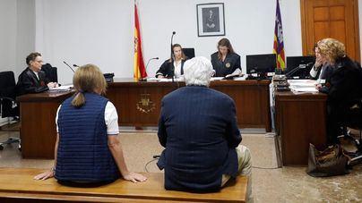 Absuelven a la exsecretaria del obispo Salinas de descargar información del móvil de su ex