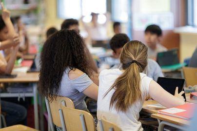 Denuncian el alto índice de alumnos que pasan de curso en Baleares sin materias bien aprendidas