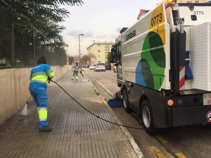 Emaya refuerza los servicios de limpieza y recogida este verano con 65 operarios más