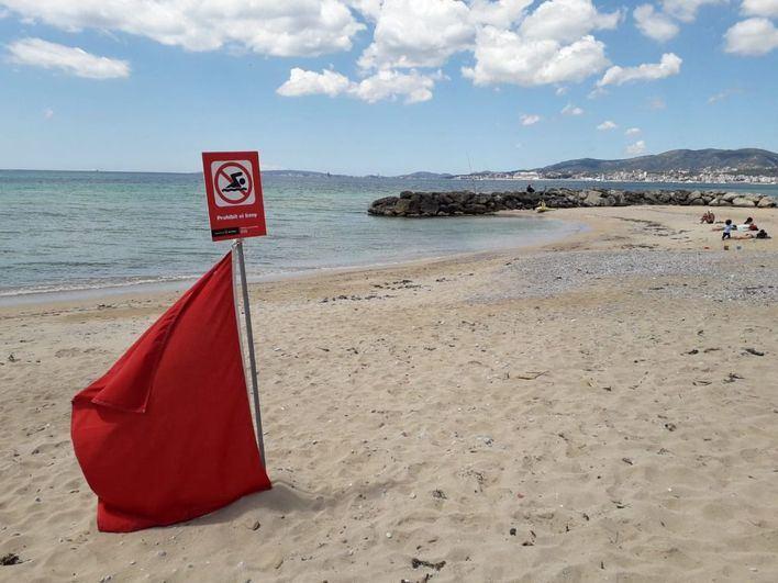 Cierran la playa de Can Pere Antoni por un nuevo vertido de aguas fecales