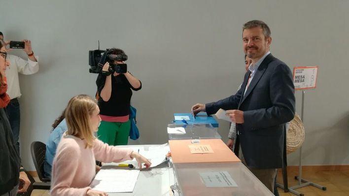 Empiezan a votar los líderes de las formaciones políticas