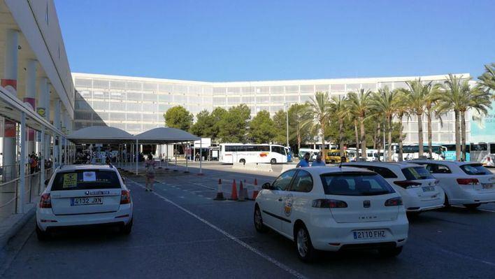 Guerra en el sector del taxi por el obligado descuento en la tarjeta ciudadana