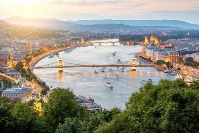 Siete muertos en Budapest al hundirse un barco en el Danubio