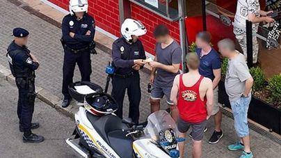 Primeras multas en Palma a los compradores en el 'top manta'
