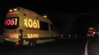 Dos jóvenes en estado grave tras caer su coche por un terraplén en Muro