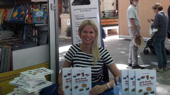 Firma de libros de Amanda Jeffrey en el stand de El Corte Inglés de la Fira del Llibre
