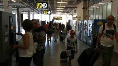 Unos 650.000 pasajeros pasarán por aeropuertos de Baleares este fin de semana