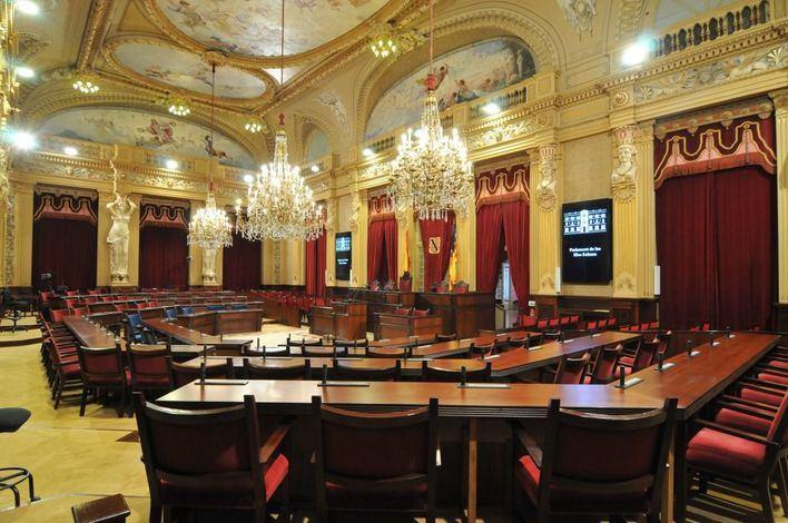 Los diputados recogen sus credenciales en el Parlament