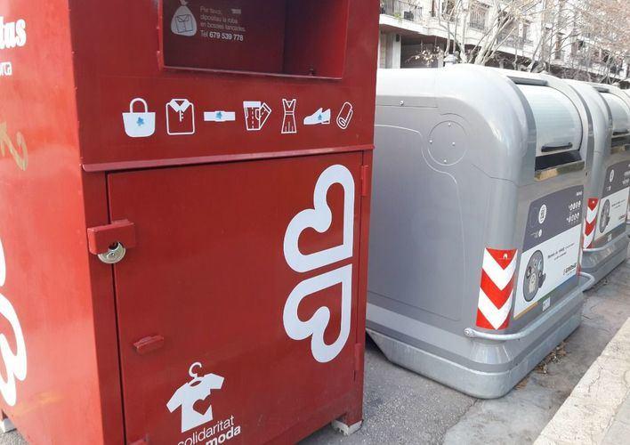 Los contenedores de Cáritas y Deixalles recogen 678 toneladas de ropa de segunda mano