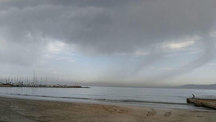 Viernes con intervalos nubosos y precipitaciones aisladas