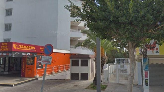Rampa del parking donde se ha hallado al joven