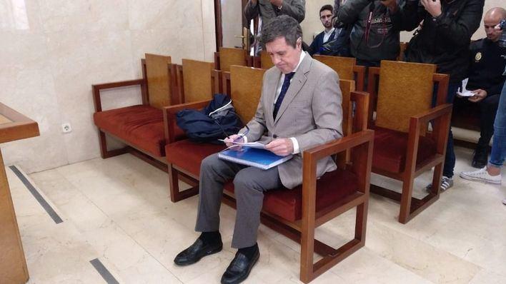 Matas se sienta en el banquillo por el 'caso Son Espases'