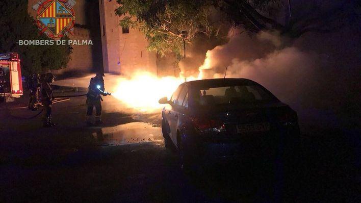 Cuatro contenedores son pasto de las llamas en tres incendios en Palma