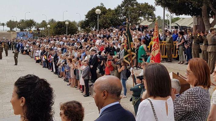 Unos 500 civiles juran bandera en el Parc de la Mar