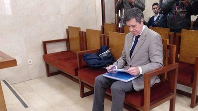 Matas admite haber cometido prevaricación y fraude al adjudicar Son Espases