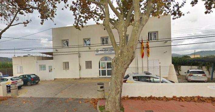 Detienen a dos vendedores de globos de gas de la risa en Ibiza