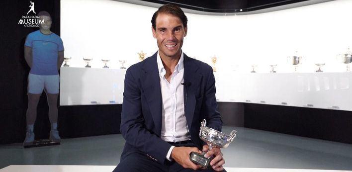 Nadal expone en Manacor su nuevo trofeo de Roland Garros