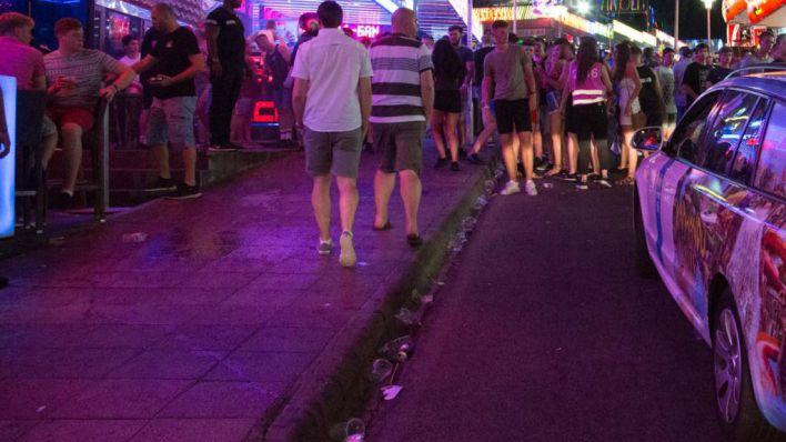 Calvià recoge cada día media tonelada de restos de comida rápida en Punta Ballena