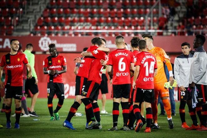 El Mallorca da un paso de gigante para ascender a Primera al ganar al Albacete (2-0)