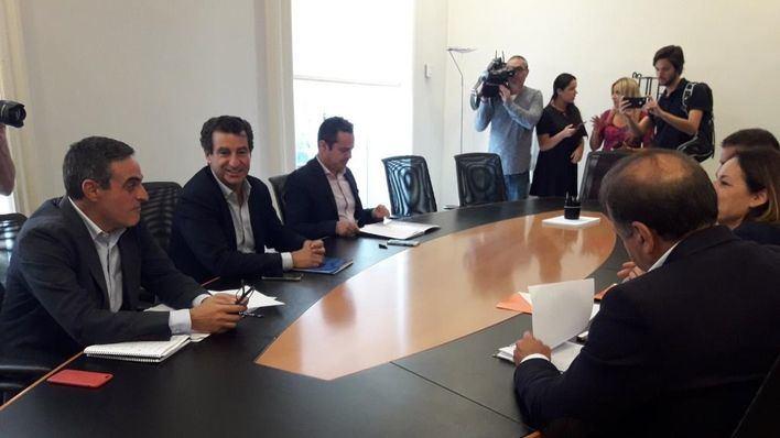 PP y Cs firman un acuerdo que incluye exigir la parte fiscal del REB y el catalán como mérito