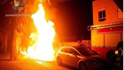 Ocho contenedores calcinados en dos incendios en Palma