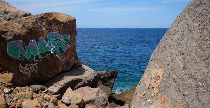 Arca denuncia una 'pintada vandálica' en la costa de Estellencs y pide que se borre