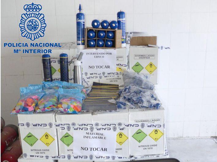 Tres detenidos por introducir 500 bombonas de gas de la risa en Ibiza