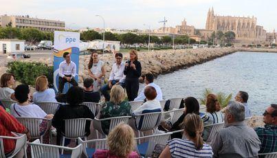 Rosa Estaràs destaca la importancia de los jóvenes en la construcción europea