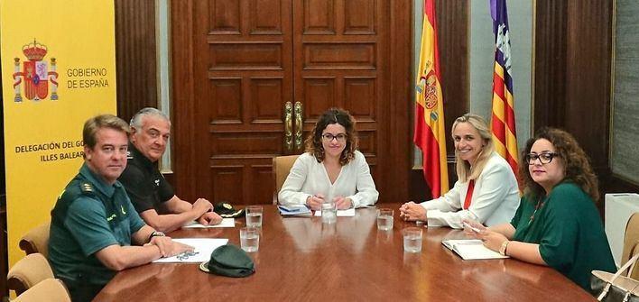 Delegación del Gobierno expone a los hoteleros su plan de refuerzo policial para el verano