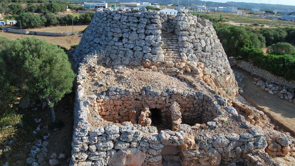 Hallan en un talayot una urna con restos de bebés de entre 1.100 y 600 a. C.