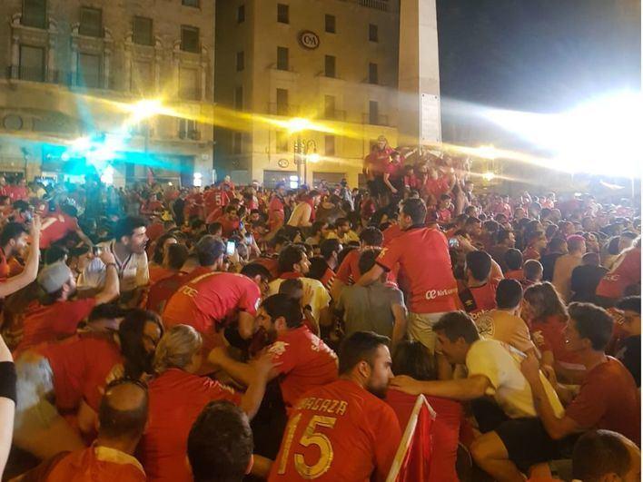 La afición del Mallorca se echa a la calle para celebrar el ascenso