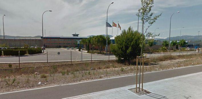 Un interno de la cárcel de Palma prende fuego a su celda e intoxica a tres funcionarios
