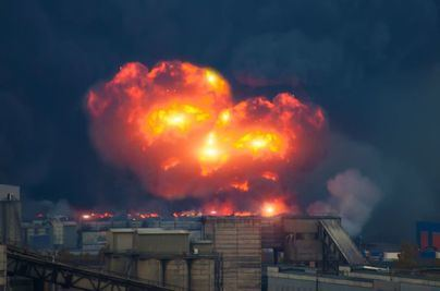 Dos muertos y quince heridos por varias explosiones en un arsenal militar en Kazajistán