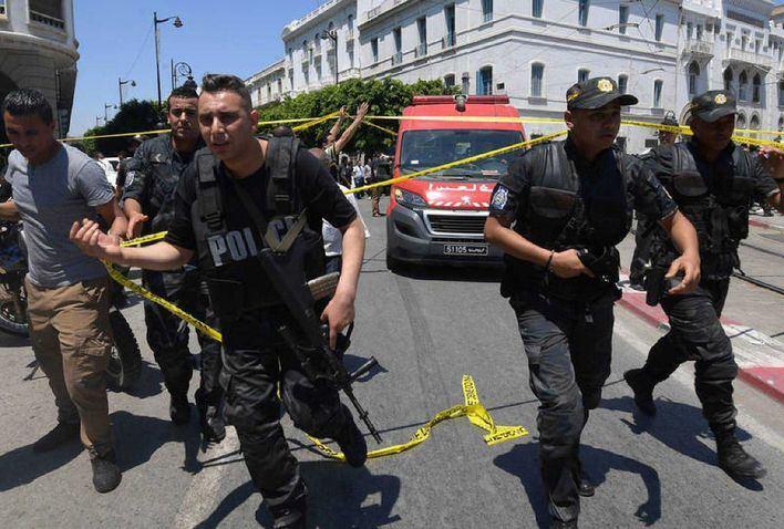 Un doble atentado en Túnez deja al menos un muerto y ocho heridos