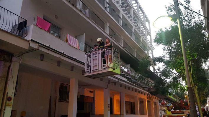 600 personas evacuadas en s'Arenal por un incendio en un hotel